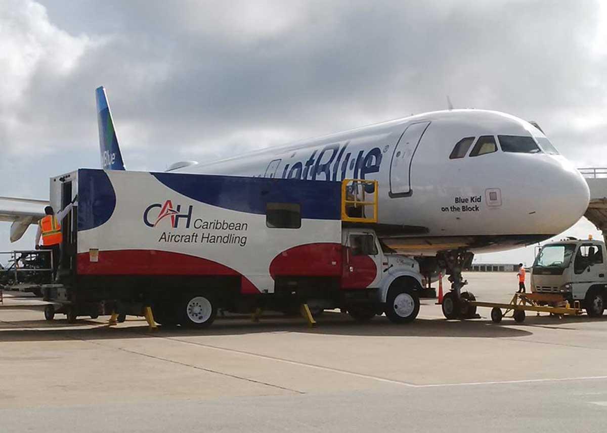 Caribbean Aircraft Handling – ICOM IC-A110E with a remote control